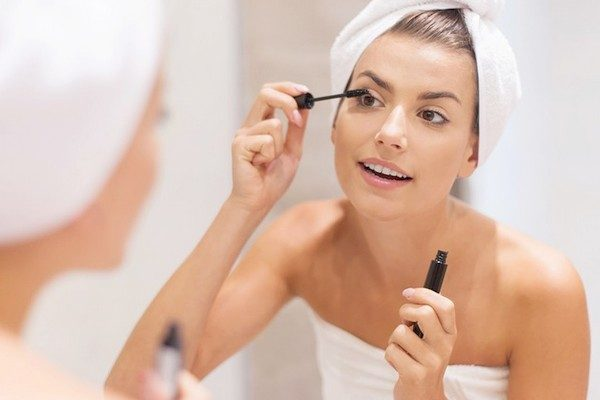 Protect-Your-Skin-With-Makeup-from-Dryness-in-Winter
