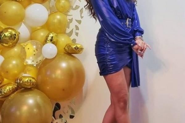 Cobalt-Blue-Dress-What-Colour-Accessories